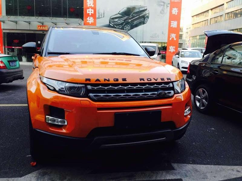 路虎极光9900系列改色膜亮光淡橙车身改色实车效果